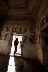 agra - red fort - step into the light