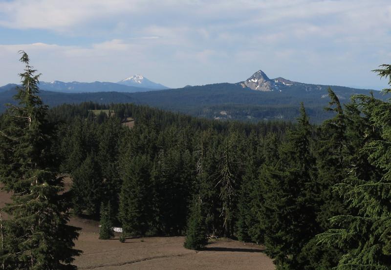 Mt. McLoughlin (left), Union Peak (right). Last eruption of Union Peak: 165,000 years ago.