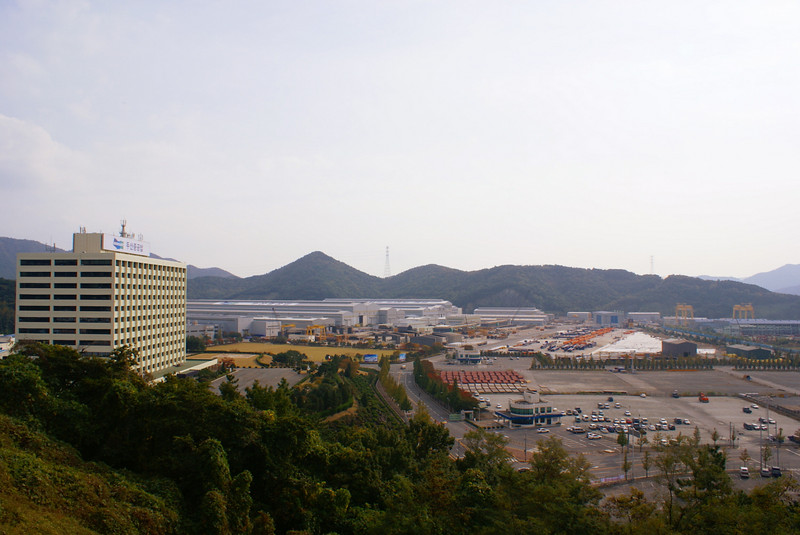 Doosan Heavy Industries' works at Changwon covers a land area of approximately 4 million square metres (1000 acres)