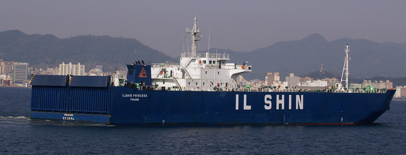 Ilshin Princess approaches her berth at Changwon