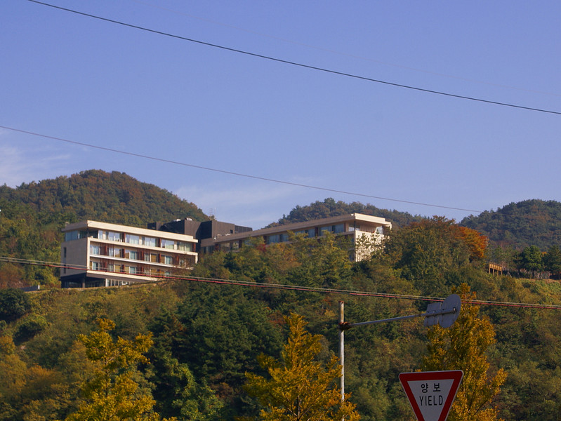 Home for our stay in Korea was the very impressive new Doosan Guest House perched on the hill overlooking  Masan Bay and the huge Changwon works of Doosan Heavy Indusries