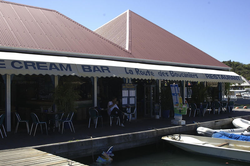 The restaurant called La Route des Boucaniers is, as you may notice, on the wharf in Gustavia.