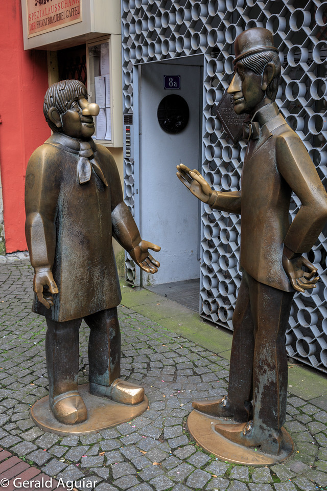 Statues of Tunnes and Schal