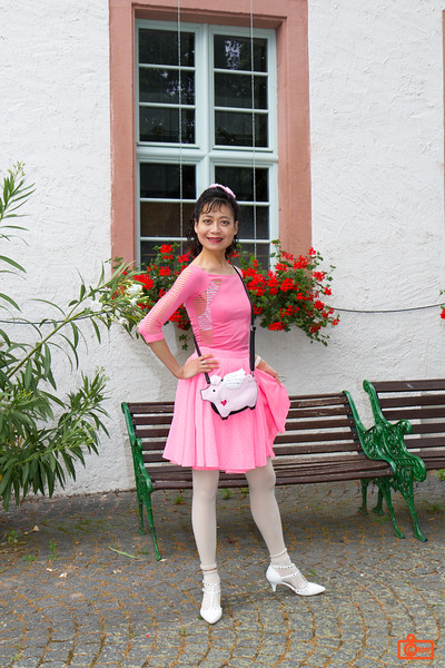 Rosa outside Siegfried´s Mechanisches Musikkabinett.