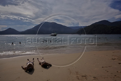 A view of the beach on the island of Prumirmim, in the municipality of Ubatuba, São Paulo state, Brazil, just off the Rio-Santos highway. The island, just in front of the Prumirim beach, is reached by taxi boats in about 15 minutes. The 500 plus kilometer road runs along the Atlantic Ocean, passing through, near and around dozens of beaches, waterfalls, mountains and forest. It is arguably of of Brazil's most beautiful roads. (Australfoto/Douglas Engle)