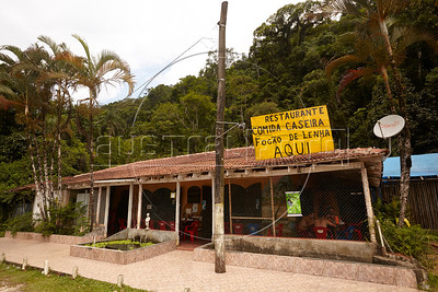 View of a roadside restaurante in Sertão do Ubatumirim, in São Paulo state at approximately km 17 of the Rio-Santos highway. Simple pleasures like home-cooked food at places like this are one of the highlights of traveling the 500km plus road, aruably one of Brazil's most beautiful, especially by bicycle. (Douglas Engle/Australfoto)