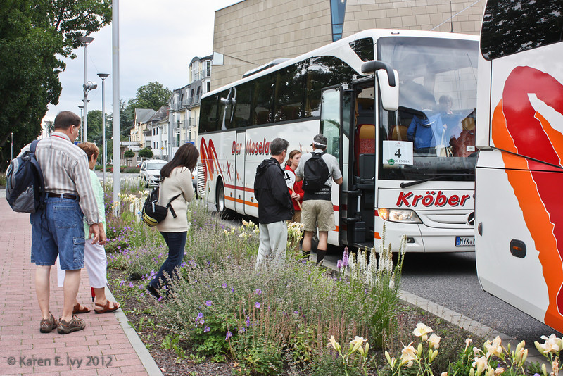 Boarding the bus to Marksburg