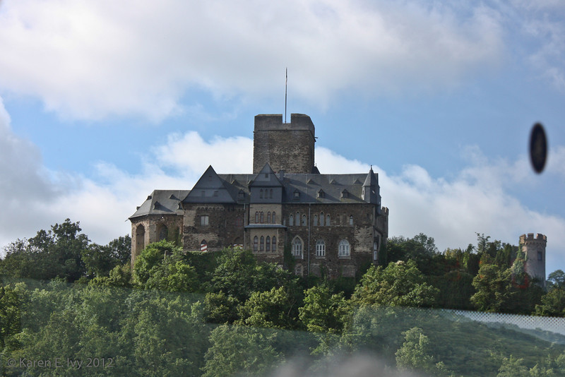 Lahneck Castel, from bus