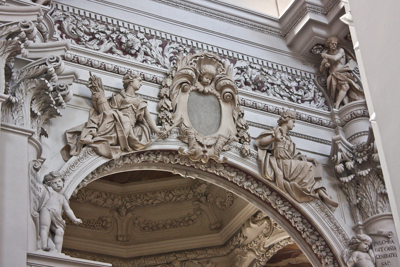 Detail of Dom doorway carving