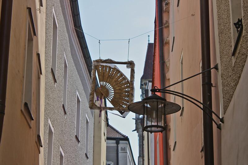 Artisan's sign in Höllgasse