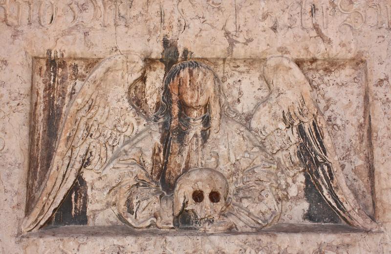 Memento mori plaque, Dom