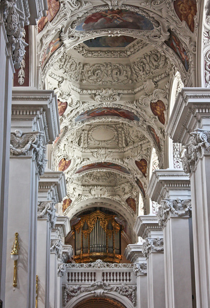 Side aisle of Dom St. Stephan with organ