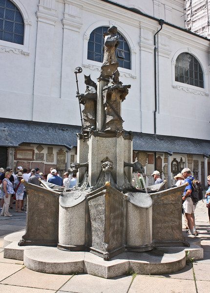 Another fountain by the Dom