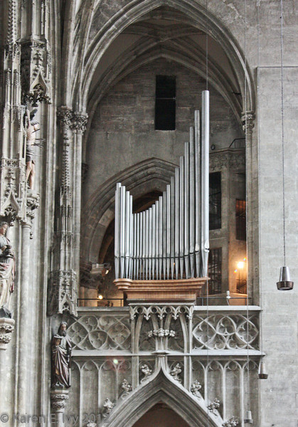 Organ over gothic arch