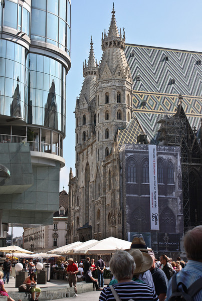 "St. Stephen's Cathedral, opposite Hans Hollein's ""Haas Haus"""