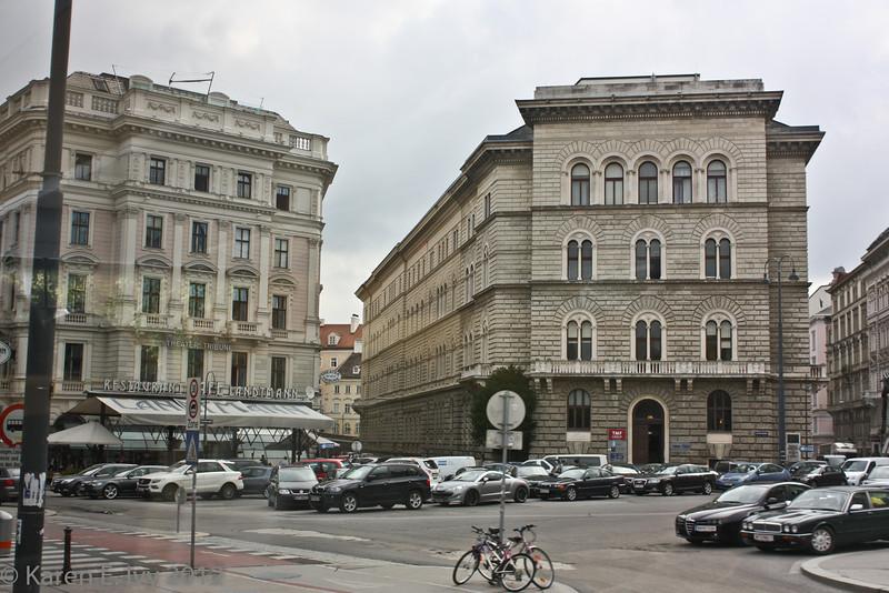 Vienna square - left, Theater die Neue Tribune