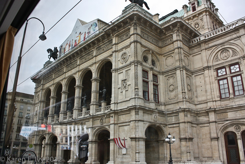 Vienna State Opera House (Statsoper), from the bus