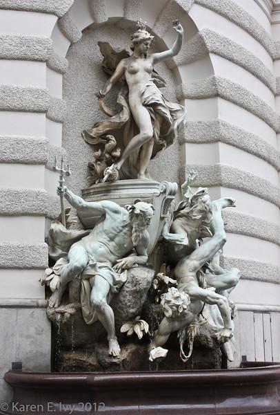 Hofberg Palace statue detail