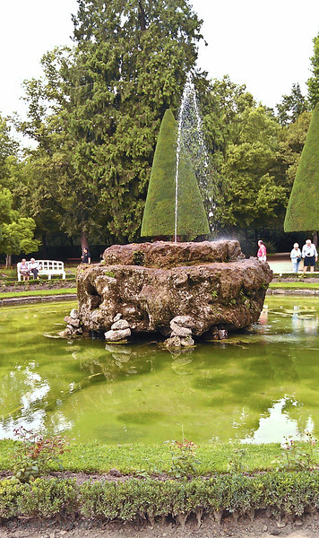 Garden fountain, Prinz-Bishop's Residenz