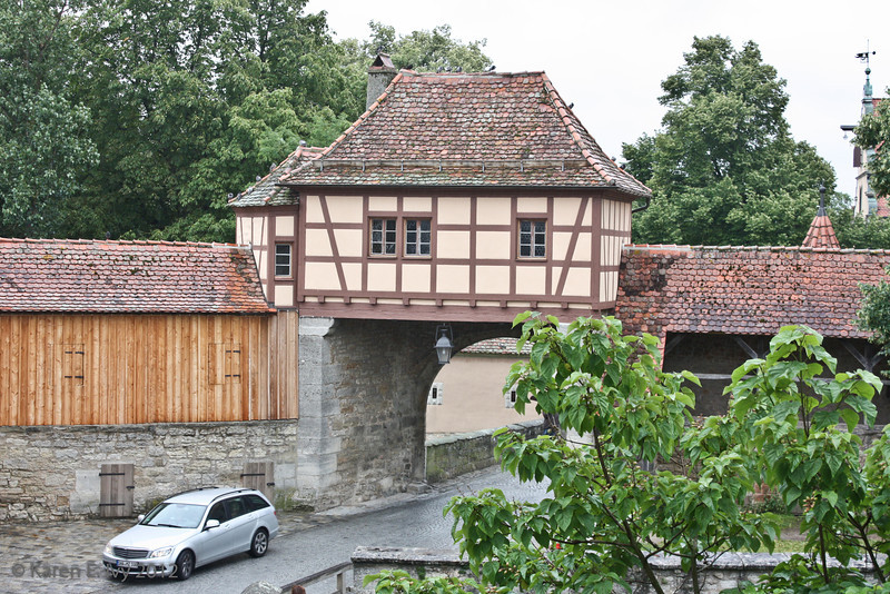 Sentry houses over a toll gate at the Roeder Tower Gate