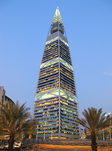 Another shot of al Faisaliyyah Tower, Riyadh... moments before sunset.