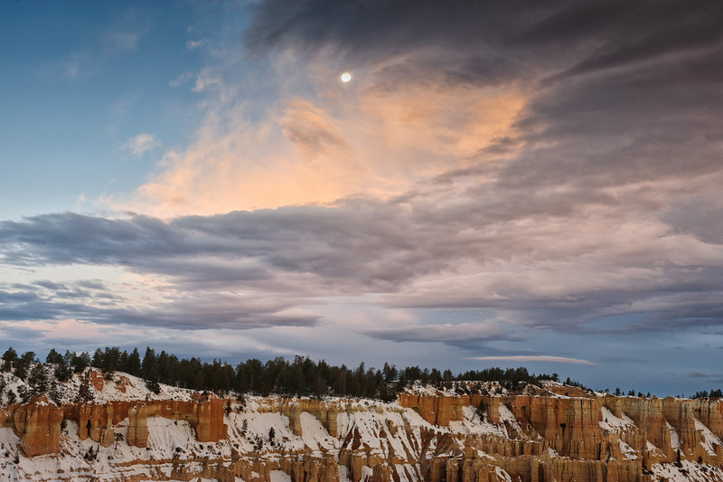 Moon Bryce Canyon