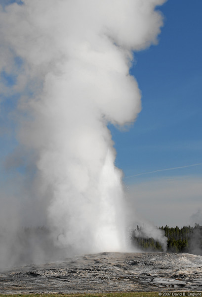 Old Faithful geyser (active)