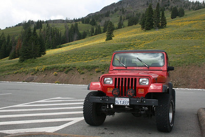 Jeep at Dunraven Pass