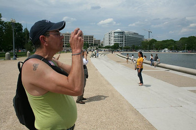 A day in Washington, DC - Joe taking photos - May 17, 2008