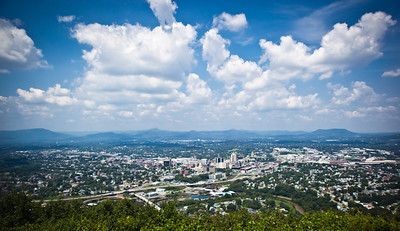 A panoramic view of Roanoke from atop Mill Mountain.