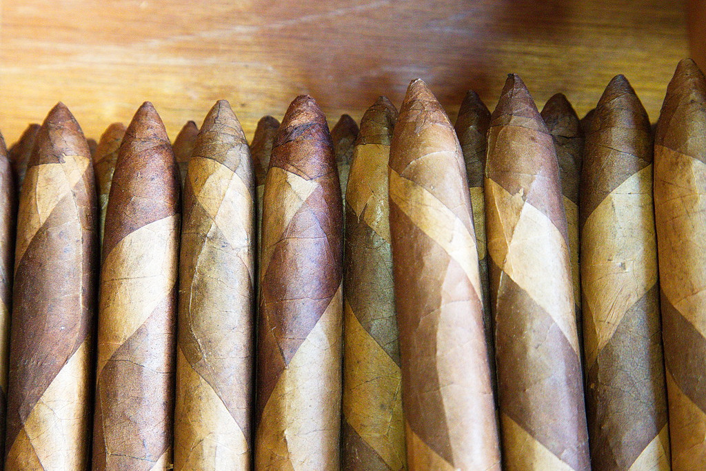 278 Bi-colored, tapered cigars called Lanceritos.