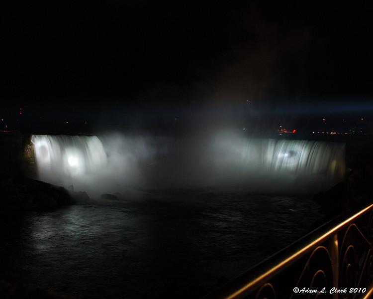 Horseshoe Falls illuminated at night