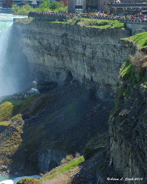 Gorge wall next to the Horseshoe Falls
