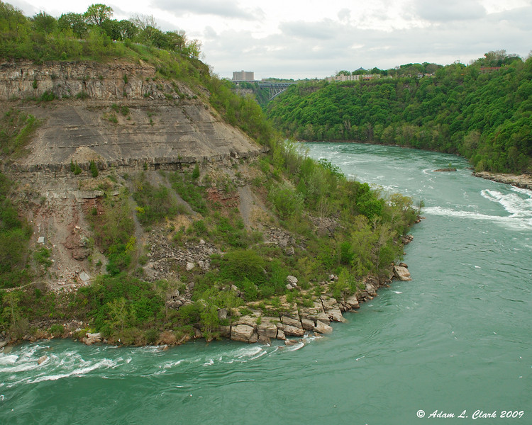 Gorge wall on the US side of the whirlpool