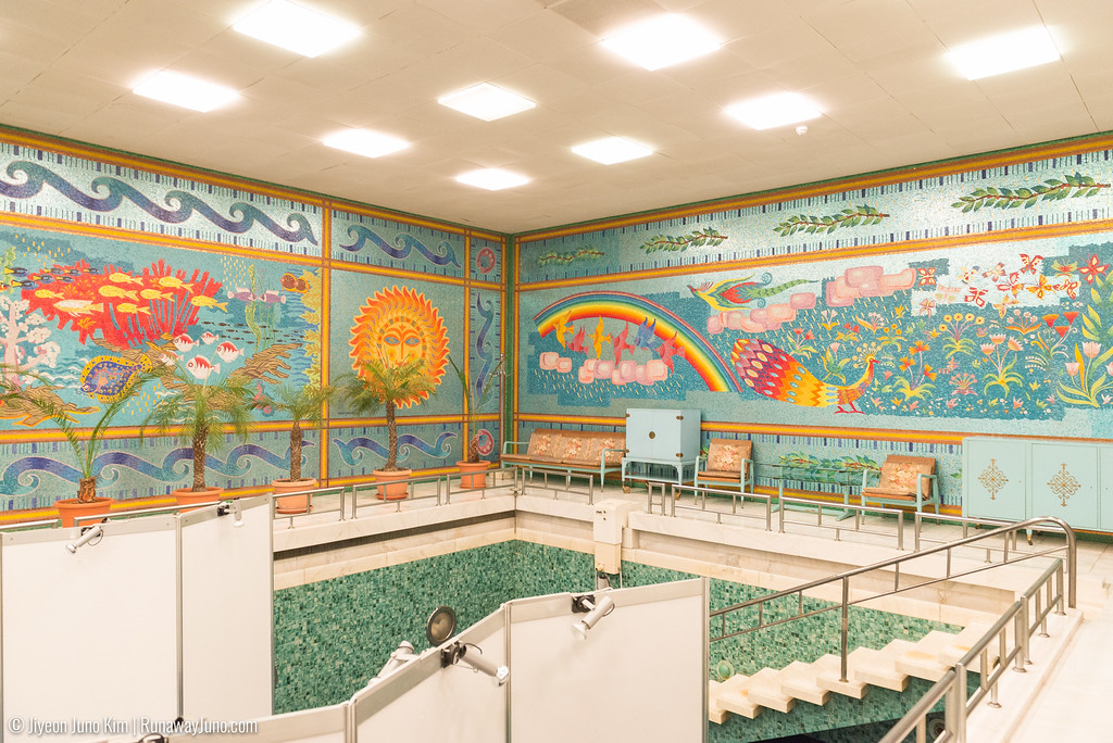 Swimming pool: featuring mosaic made with 1 million tiles