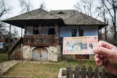 house that is featured on the back of the 10 lei banknote, a traditional building from Oltenia