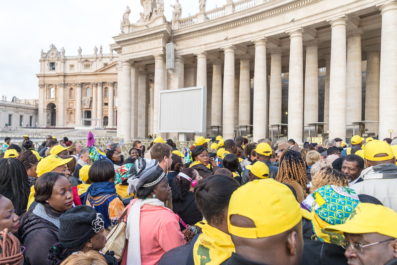 Rome - St. Peter's Square, crowd waiting to get through security