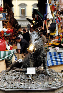 October 30th to November 1st, 1970 / Florence trip: One of the city's most famous tourist attractions is its large outdoor market that covers several blocks. Rich and aromatic  Italian leather goods abound, and here's a boar statue where people rub its snout for good luck, hence the shiny nose.