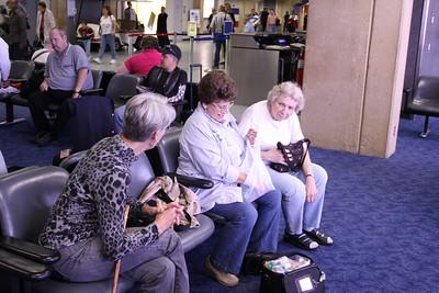 Judy Bawcum talking to Pat Landi and Betty Williams.