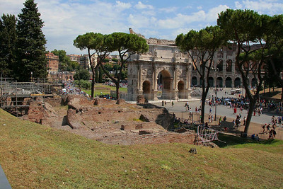 Arch of Constantine in front of the Colosseum