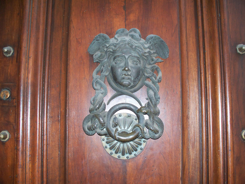 Door knocker to Ministero della Difesa