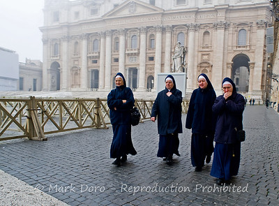 Nun's in the forecourt of St Peter's Basilica, Vatican, Rome, Italy
