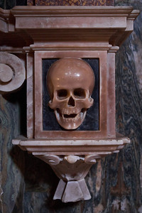 The Skull at Santa Maria sopra Minerva