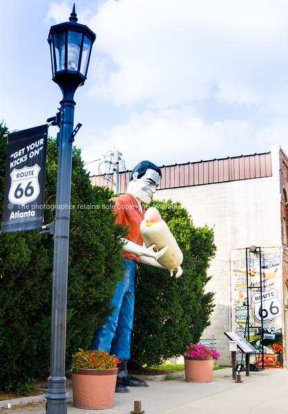 Bunyon statue Muffler man holding gaint hotdog in Atlanta, Illinois, USA, Route 66.