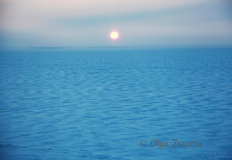 <p>Snow Desert. Sunset over Ob River, Siberia, Russia. The temperature is -36 C. December 2010.</p>