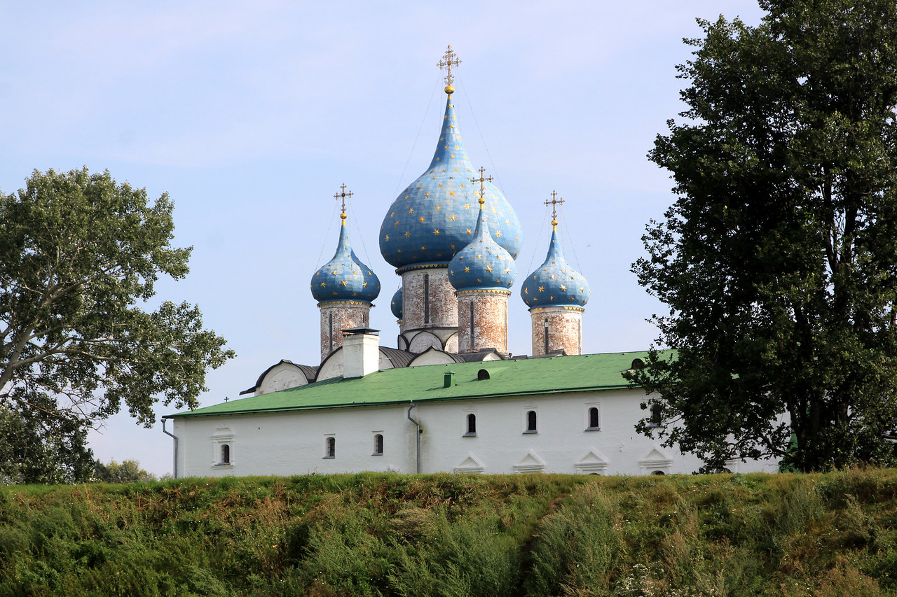 Suzdal - Suzdal Kremlin; The Archbishops Chambers and domes of the Nativity of the Virgin Cathedral.