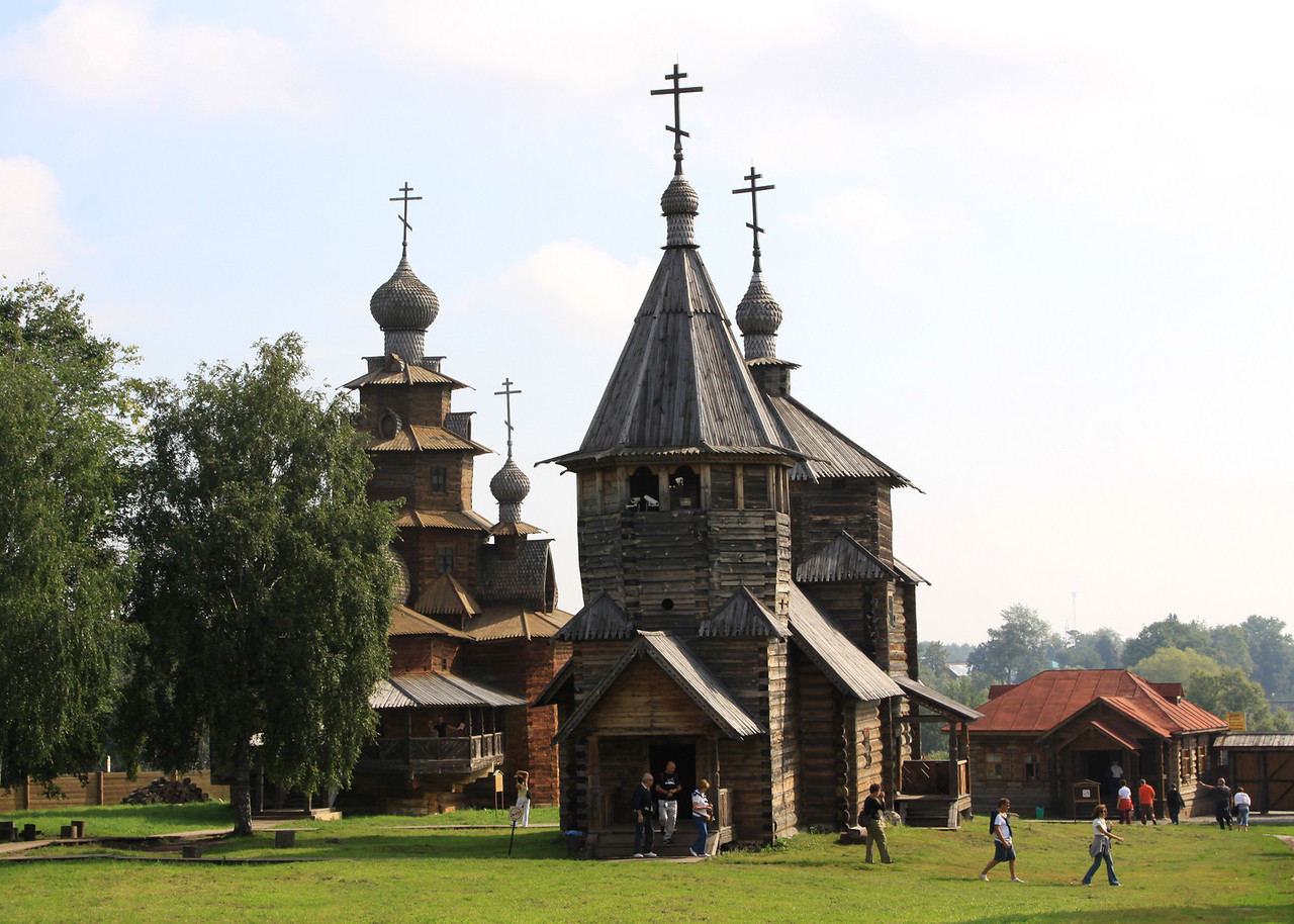 Suzdal - Museum of Wooden Architecture and Peasant Life - Wooden Transfiguration (1756, background) and Resurrection (1776, foreground) churches.