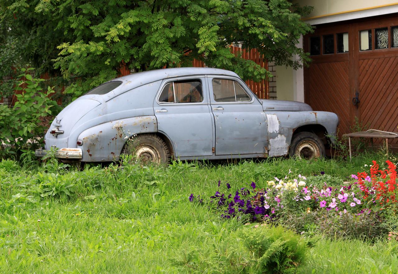 Suzdal - Old Russian (Volga?) car.