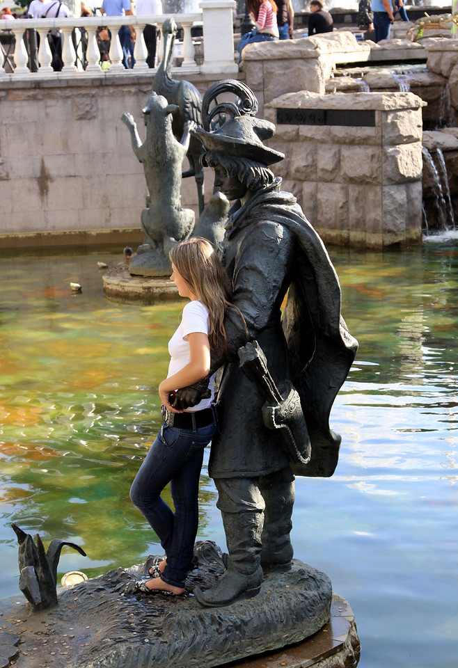 Prince Statue within Alexandrovsky Gardens, near the Kremlin.  This was a very popular photo-spot for Russian girls!