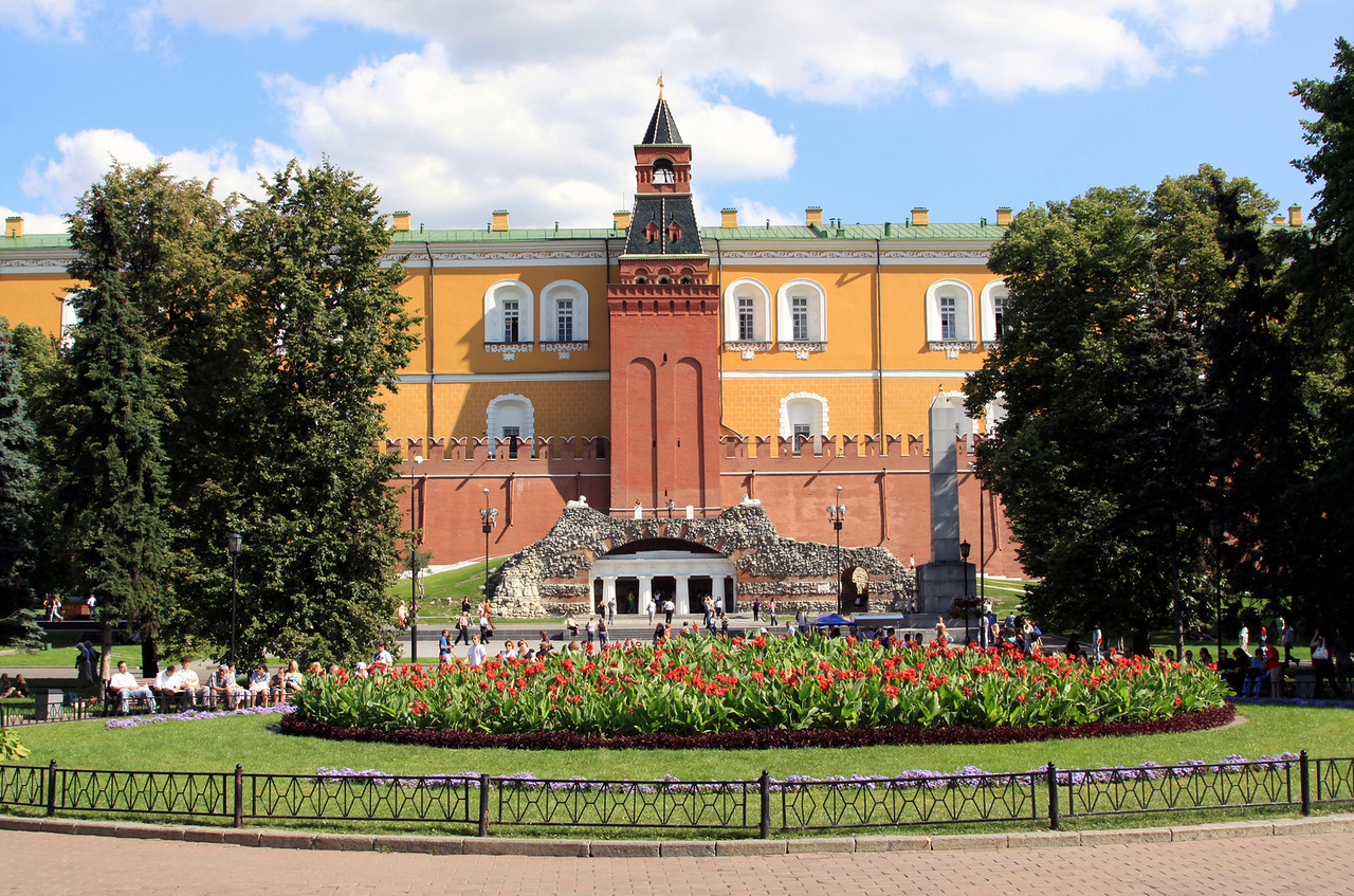 Alexandrovsky Garden and Kremlin Walls.  At the foot of the Middle Arsenal Tower (on the Kremlin walls) there is an ancient-style grotto. As a reminder of the great fire of 1812, the flanks of the grotto are covered with fragments of Moscow buildings damaged by Napoleon's troops.